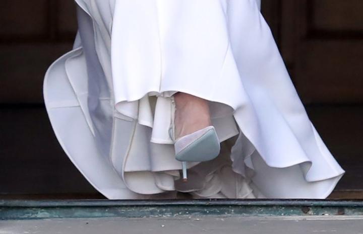 zapatos suela azul
